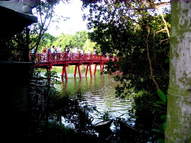 Puente rojo japonés