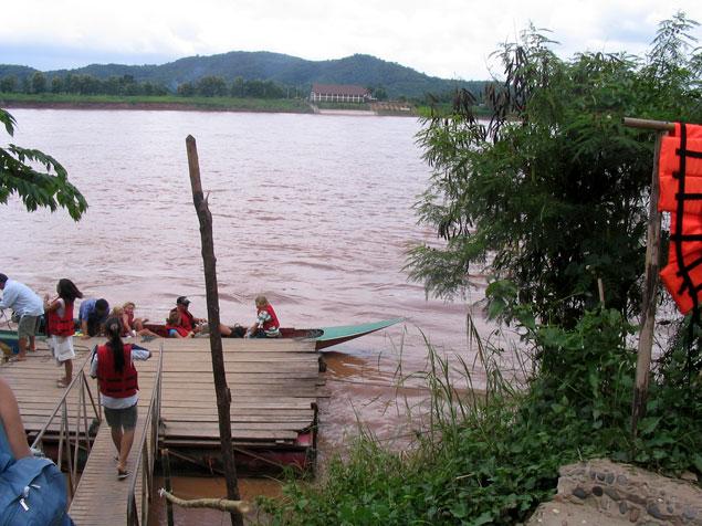 Barca que recorre el Mekong