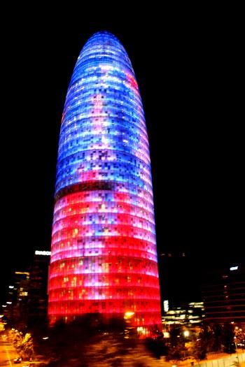 Torre Agbar iluminada