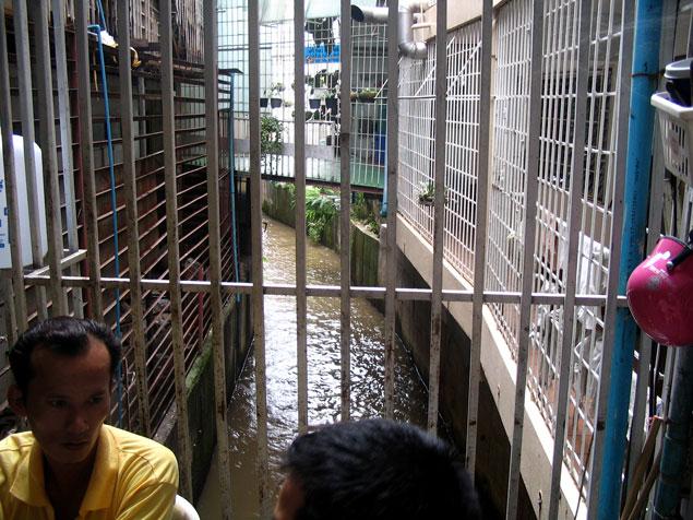 Rejas en edificios para evitar paso ilegal