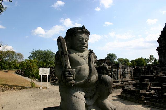 Guardian de piedra custodiando la entrada