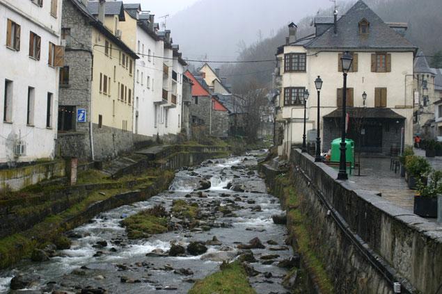 La Garona a su paso por Vielha
