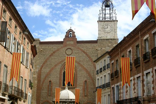 Las banderas catalanas inundan Perpinyà