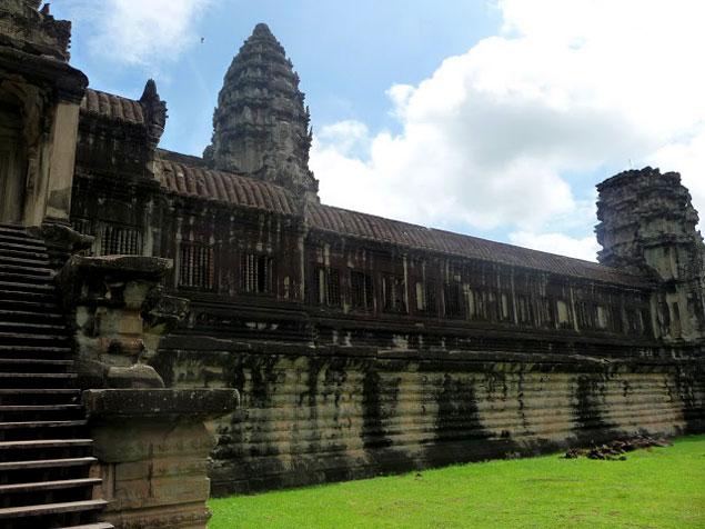 Fachada Lateral del Angkor Wat