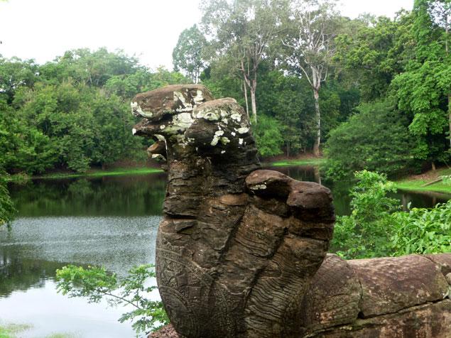 7 Nagas  en el templo Bakong