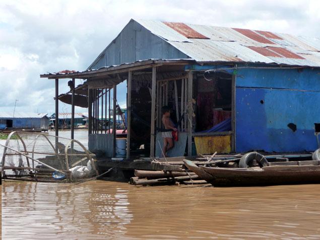 Vivienda de pescadores en el poblado flotante