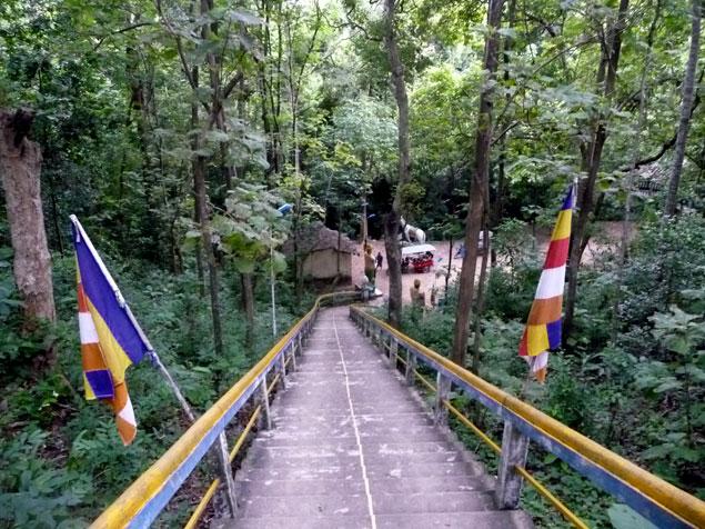Escaleras hacia el templo