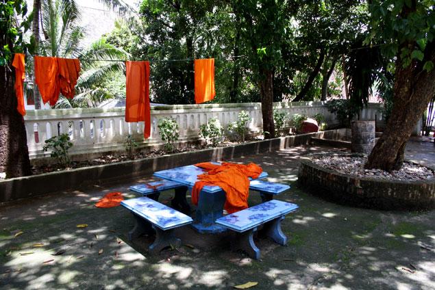 Ropas de los monjes secándose al sol