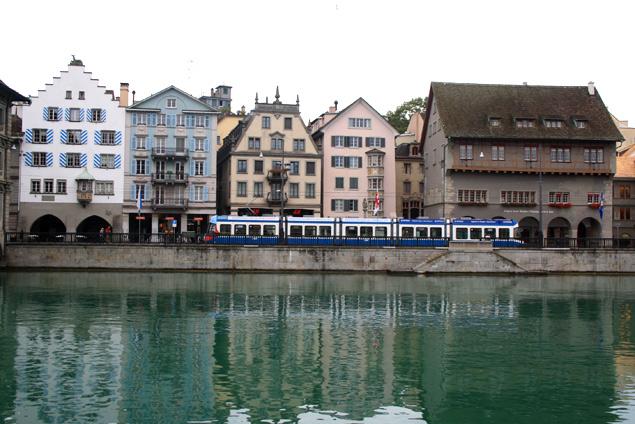 Casas junto al río en Zurich