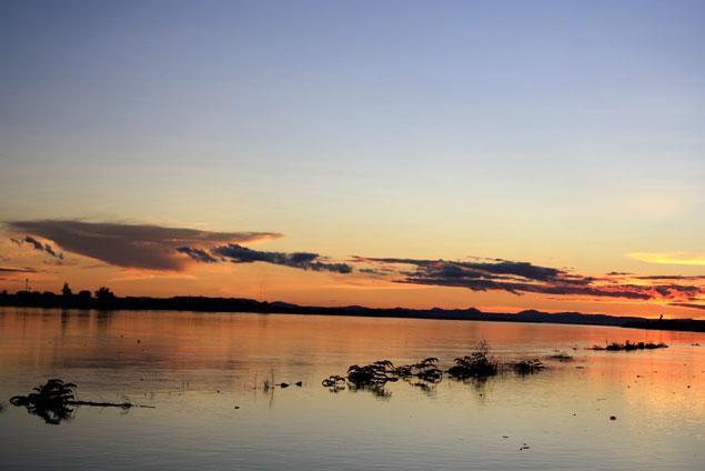 Puesta de sol en Vientiane Riverside