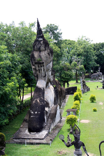 Vistas de una zona de Xieng Khuan (itinerario por Laos)