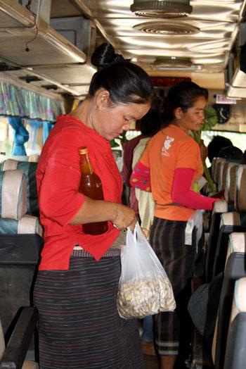 Vendiendo cacahuetes y bebida