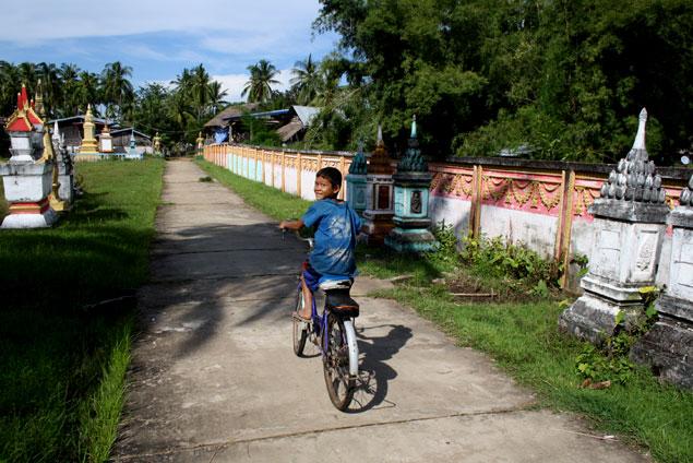La bici sigue siendo la reina del transporte en Laos