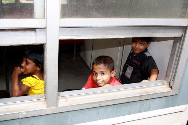 Simpáticos niños sorprendidos con nuestra presencia