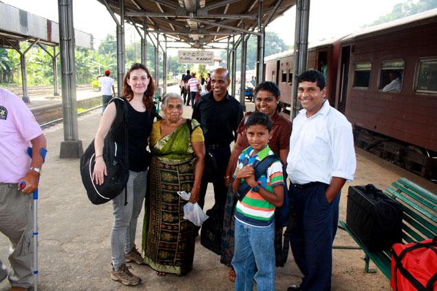 Amable familia que conocimos en el trayecto Colombo/Kandy