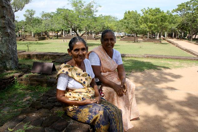 Devotas en Polonnaruwa