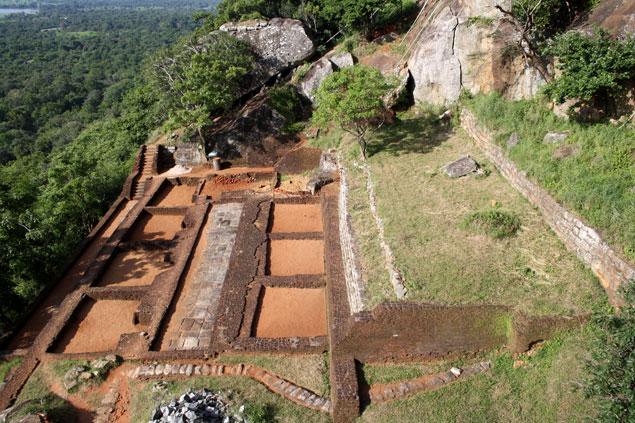 Restos arqueológicos en la cúspide