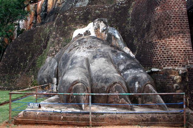 Las garras del león de Sigiriya