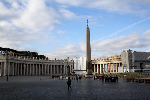 Obelisco en mitad de la plaza