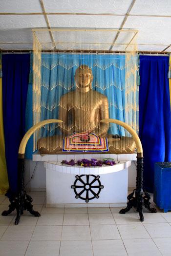 Buda dentro del templo