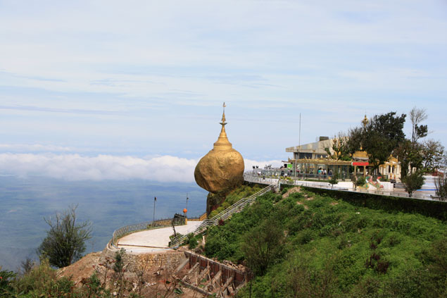 La Roca dorada, símbolo birmano