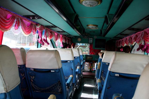 Bus camino a Damnoen Saduak