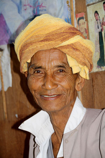 Anciano Pa O mostrándonos su mejor sonrisa