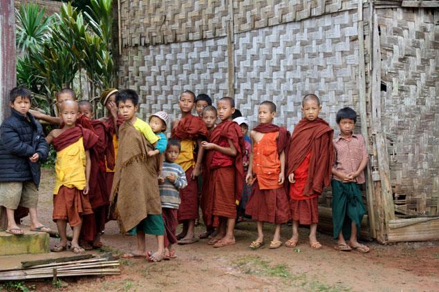 Pequeños monjes