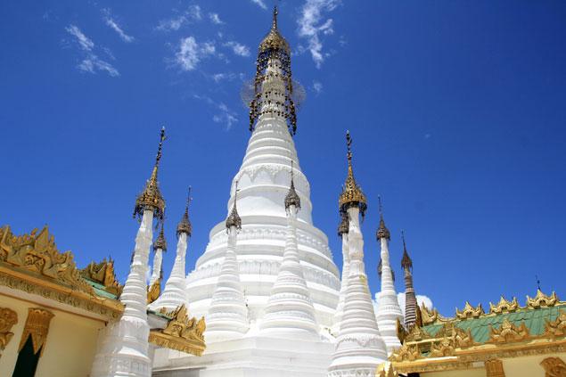 Gran estupa blanca