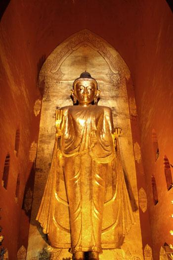 Buda de casi 10 metros de estilo Mandalay