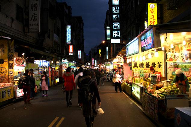 Calle de Danshui al anochecer