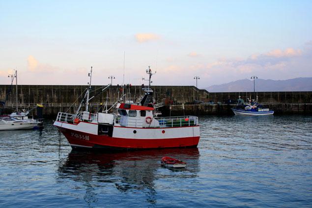 Embarcación en el puerto pesquero