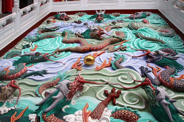Oranmentación con dragones