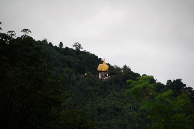 Vista de la Roca Dorada desde Kinpun