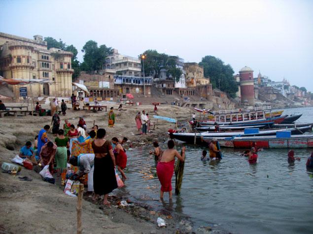 Actividad a orillas del río Ganges