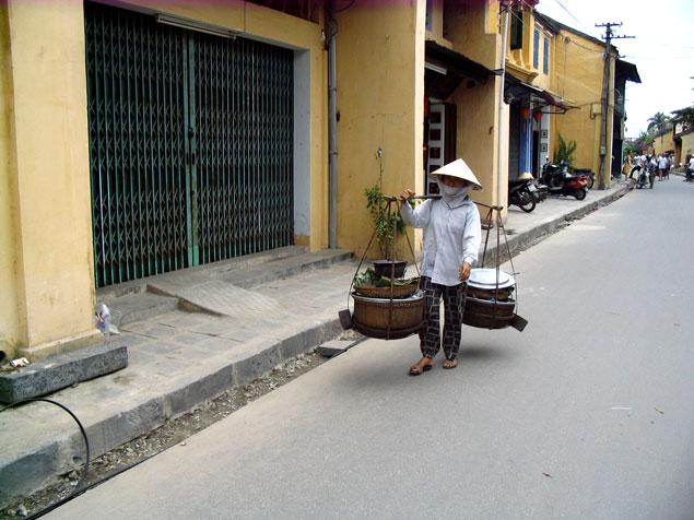 Vendedor ambulante en Hoi an