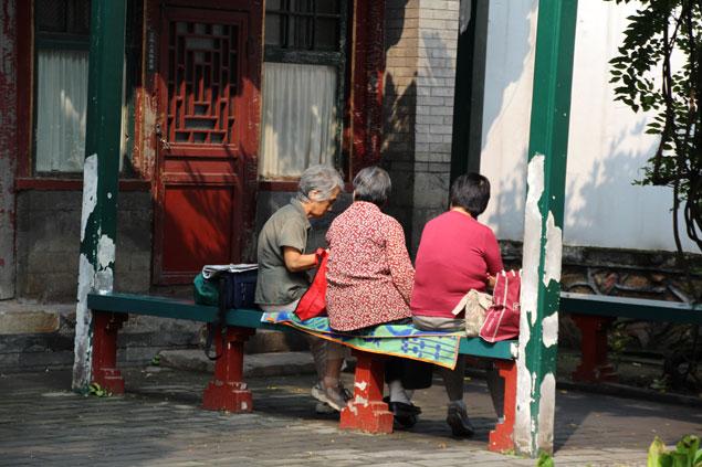 Mujeres descansando alrededores calle Suzhou