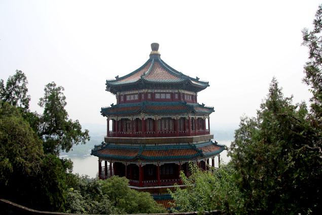 Torre sobre la colina