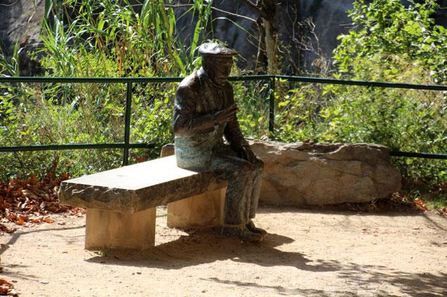 Escultura de Josep Pla en Bronce