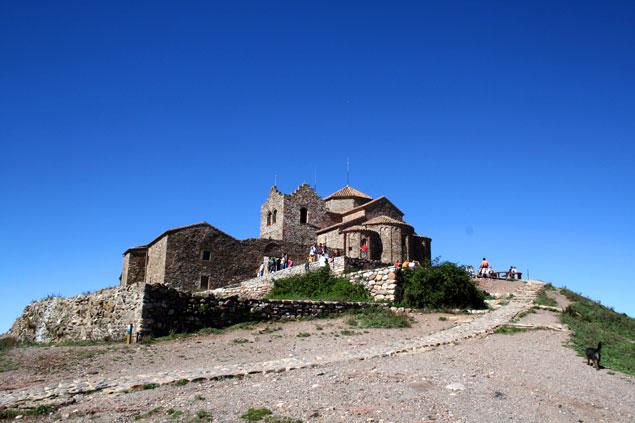 Monasterio en la cima de La Mola