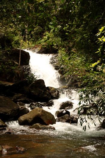 Imagen de la cascada Nam Yom