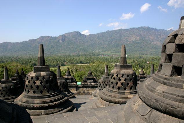 Campanas en la parte superior de Borobudur