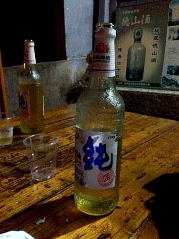 Botella transparente de cerveza Dali