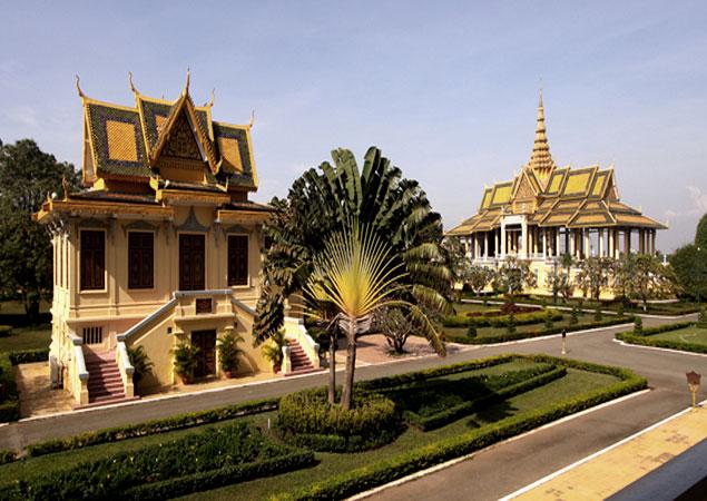 Alfondo la Pagoda de Plata ineludible lugar que ver en Phnom Penh