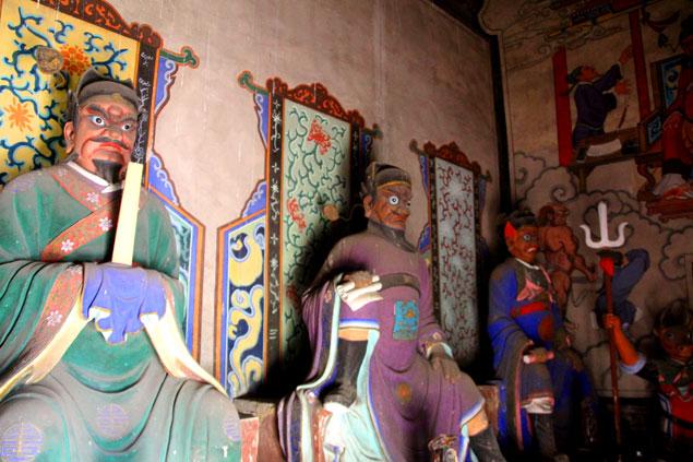 Figuras en el templo