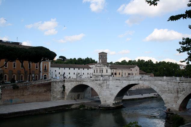 Cruzando el puente nos adentramos en el Trastevere