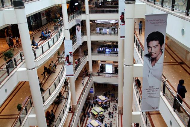 Interior del centro comercial Suria
