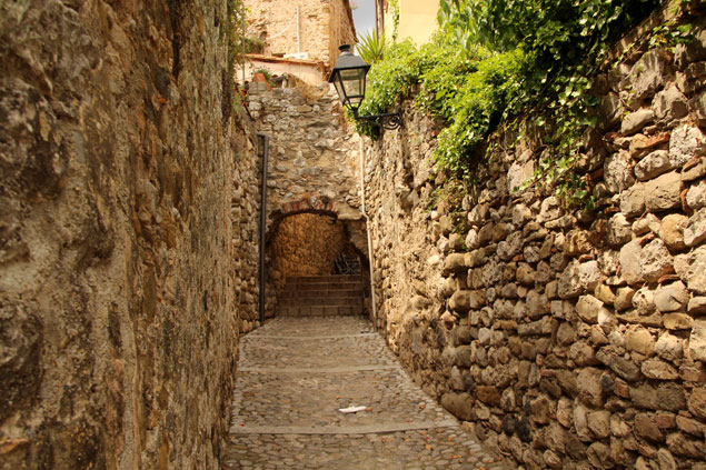 Calle del Besalú mas medieval