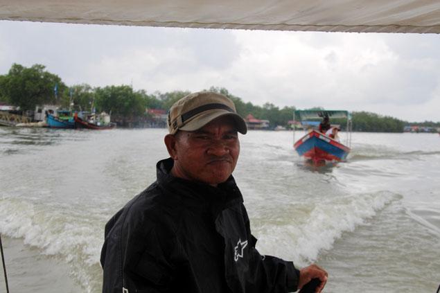 Barquero que nos trasladó a Bako