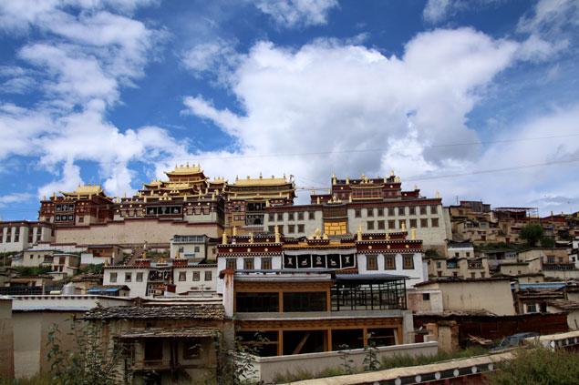Espectacular monasterio Song Zan Lin